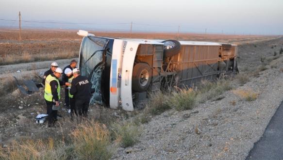 Yolcu otobüsü devrildi: 36 yaralı
