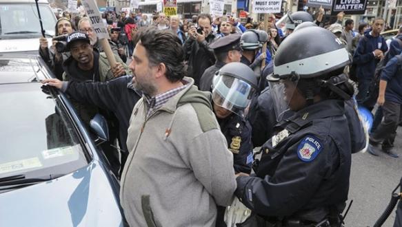 Türk eylemci gözaltında