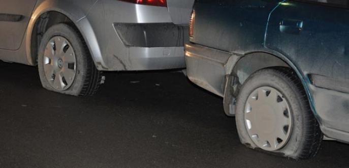 40 aracın lastiğini kesen iki kişi tutuklandı