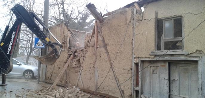 Metruk binalara yıkım