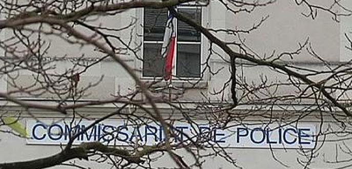 Karakola bıçaklı saldırı: 3 polis yaralı