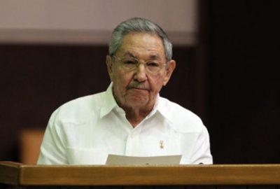 Castro masaya oturmaya hazır