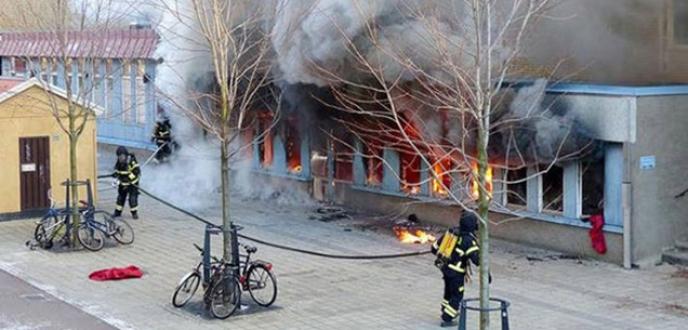 İsveç'te cami yakıldı 5 yaralı