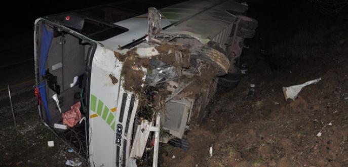 Kaplıca dönüşü otobüs yan yattı: 13 Yaralı