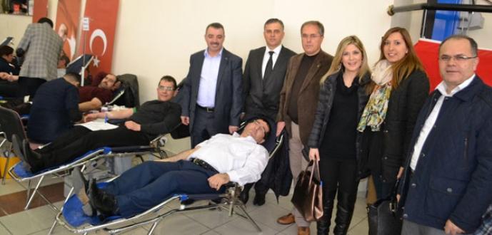 AK Parti Yıldırım'dan kan bağışı