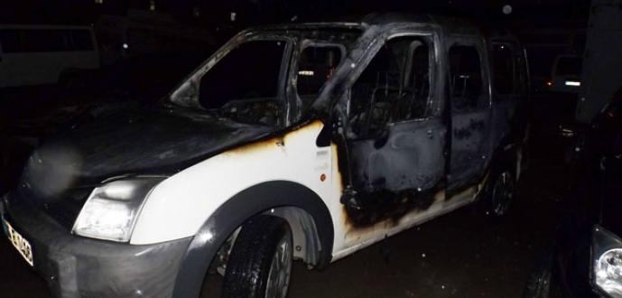 Seyir halinde bulunan araç alev alev yandı
