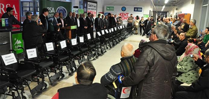 Kent konseyi 135 akülü aracı engellilere teslim etti