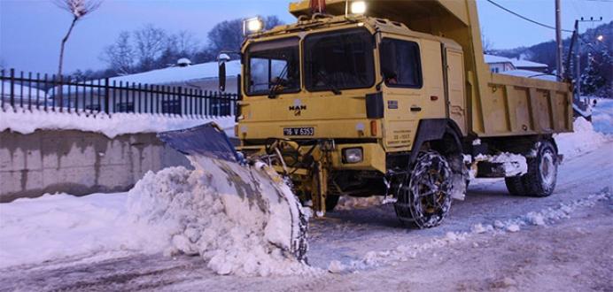 Kapanan köy yollarında karla mücadele başladı