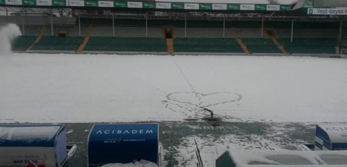 Bursa Atatürk Stadı kardan temizleniyor