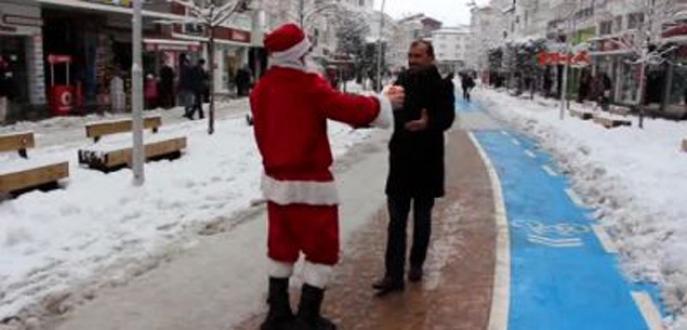 Yeniçeriye Noel Baba'yı kovalattılar