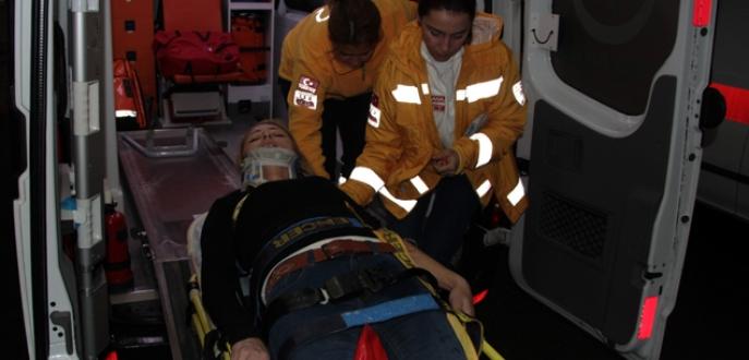 Asansör 3. kattan zemine çakıldı: 5 yaralı
