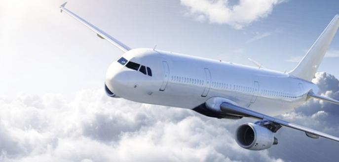 Havada yolcu uçağının camı çatladı