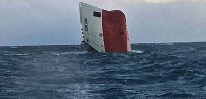 İskoçya ve Vietnam'da iki ayrı gemi battı