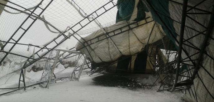 Bursa'da kar benzinlik ve halı sahayı yerle bir etti