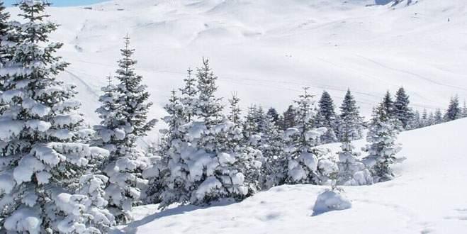 Uludağ'da kar 2 metreye yaklaştı