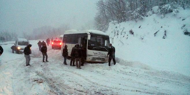 Kar yağışı Bursa'da ulaşımı da olumsuz etkiledi