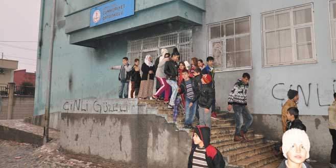 Korkuluk dehşeti: 10 öğrenci yaralı