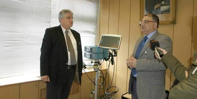 Gökçen Tıp Fakültesi'ne yapay kalp cihazı bağışladı