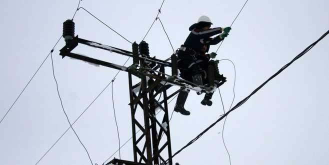 Kar-kış demeden elektrik için ölüme meydan okuyorlar