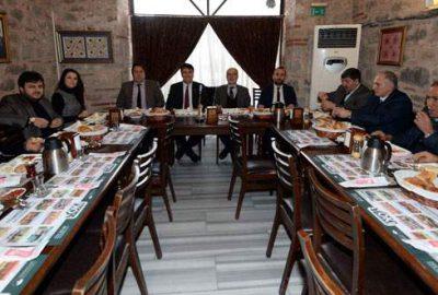 AK Parti Osmangazi yönetimi, muhtarlarla bir araya geldi