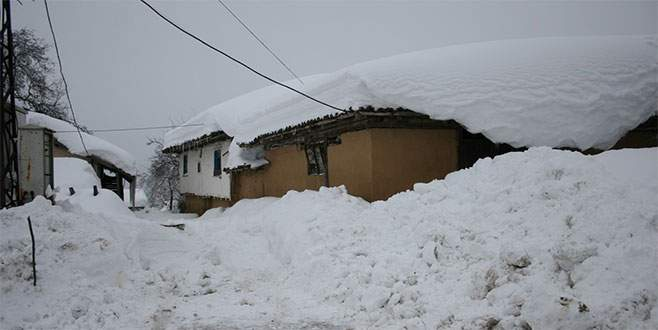 Kar çilesi: 10 gündür evlerinde mahsur kaldılar