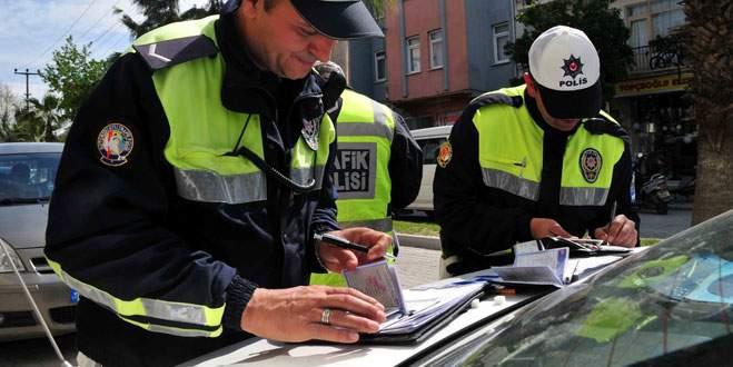 Trafik polisleri acımadı