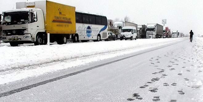 Balıkesir'i Bursa ve İstanbul'a bağlayan karayolu ulaşıma kapandı