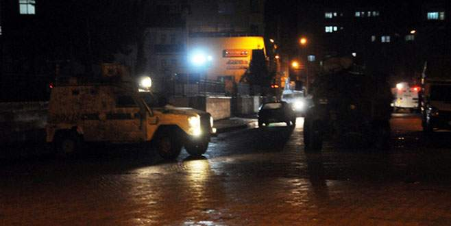 Cizre'de Hükümet Konağı'na roket atarlı saldırı