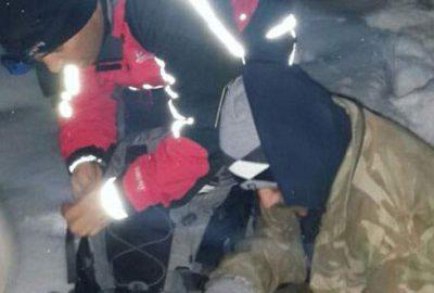Dağda mahsur kalan işçileri jandarma kurtardı