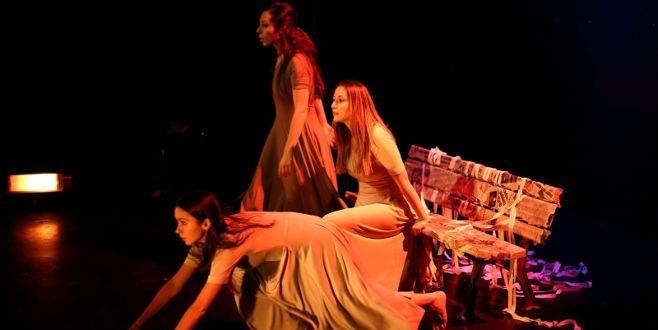 İzmir Devlet Tiyatrosu 'kadınlar' için oynayacak