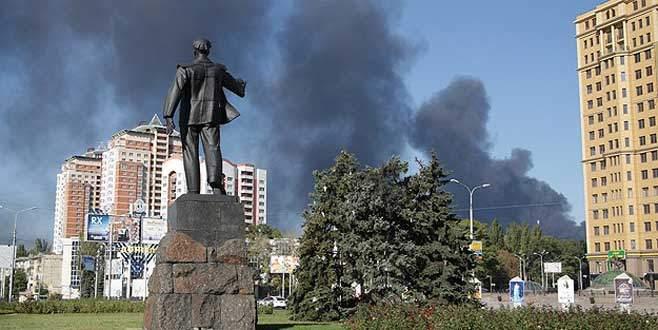 Donetsk'te otobüs durağına saldırı
