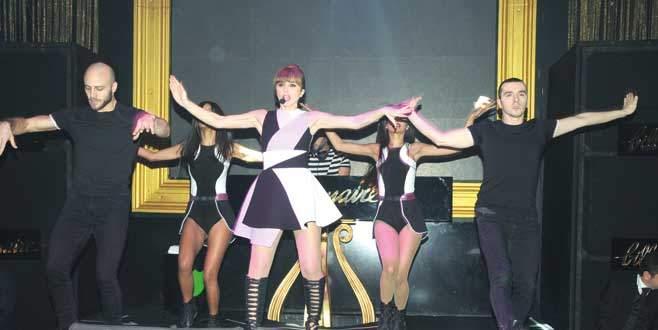 Gülşen'den dans şov