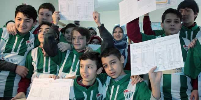 Bursalı öğrenciler Bursaspor formasıyla ödüllendirildi