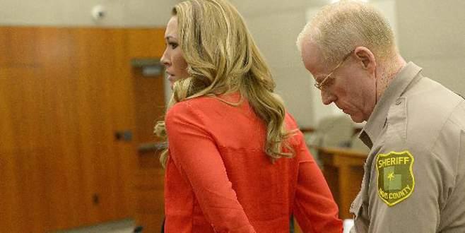 Tecavüzcü öğretmen mahkemeye zincirle getirildi