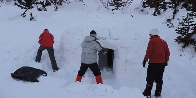 Kutup evleri soğuktan koruyor