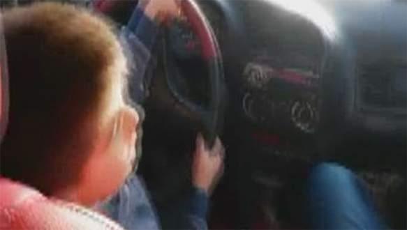 Bu yaşta bir çocuk direksiyona oturtulur mu?