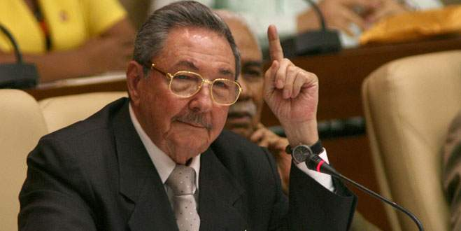 Küba, ABD'den Guantanamo'yu geri istedi