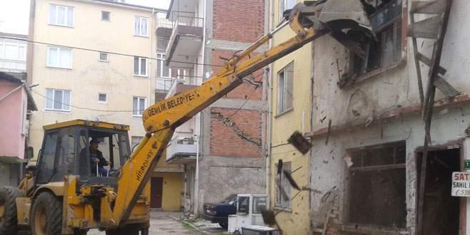 Metruk binalar bir bir yıkılıyor