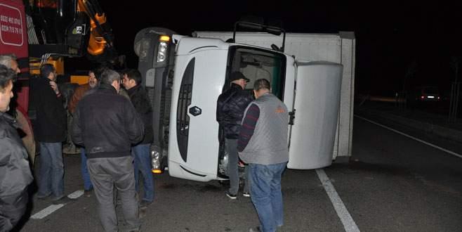 Bursa'da lodos koca kamyonu devirdi