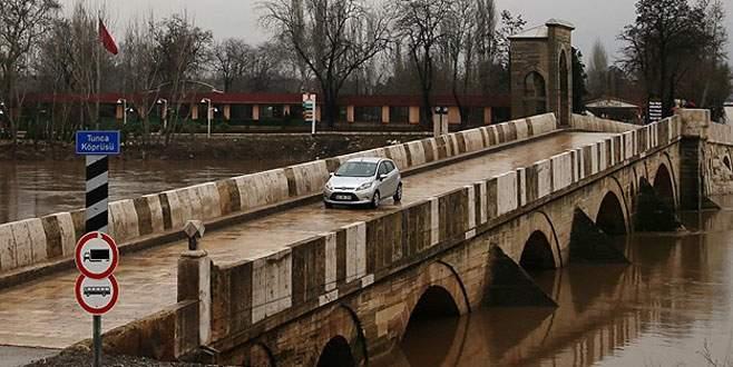 Edirne'de taşkın alarmı, köprüler trafiğe kapandı!