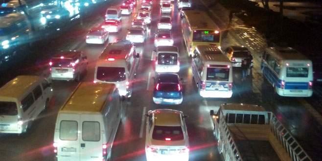 Minibüslerin kaldırımdaki tehlikeli yolculuğu