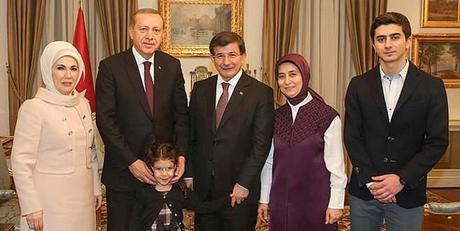 Erdoğan çiftinden Davutoğlu ailesine ziyaret