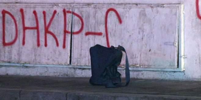 Kaldırımdaki çanta polisi alarma geçirdi