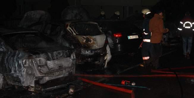 Otoparktaki 9 aracı birden yakıp kaçtı
