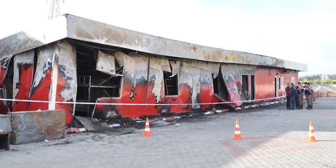 Fabrika yatakhanesinde yangın: 3 ölü 6 yaralı
