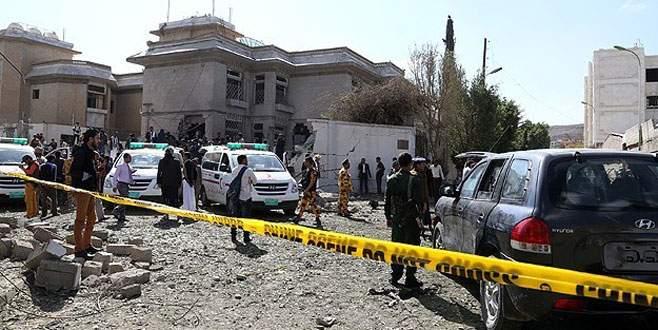 Yemen'de askeri birliğe bombalı saldırı!