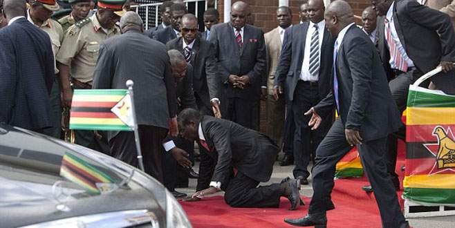 Mugabe'nin zor anları