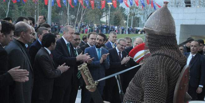 Romanlardan Eroğan'a 'yüzyılın devlet adamı' ödülü
