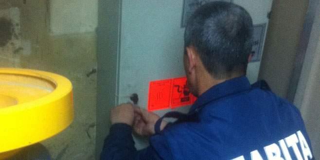Riskli asansöre mühür