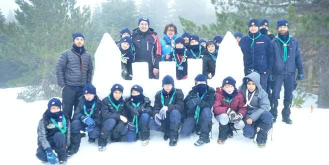 Küçük izcilerden Uludağ'da eskimo hayatı